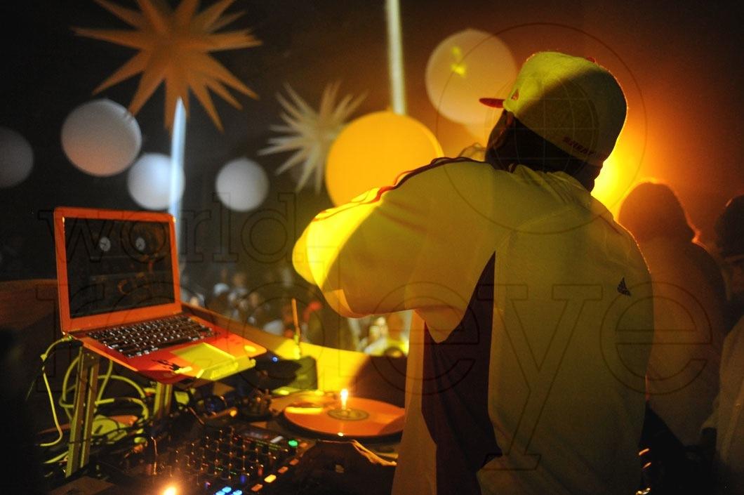 15-Irie DJing4_new