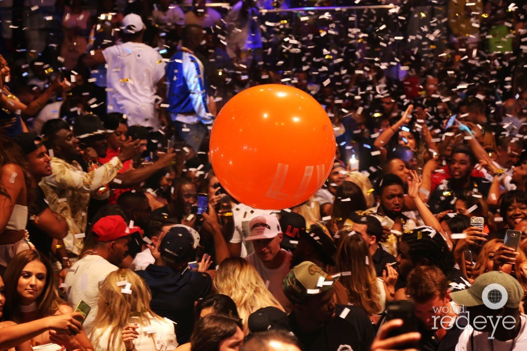 30-Atmosphere at LIV at Fontainebleau70_new
