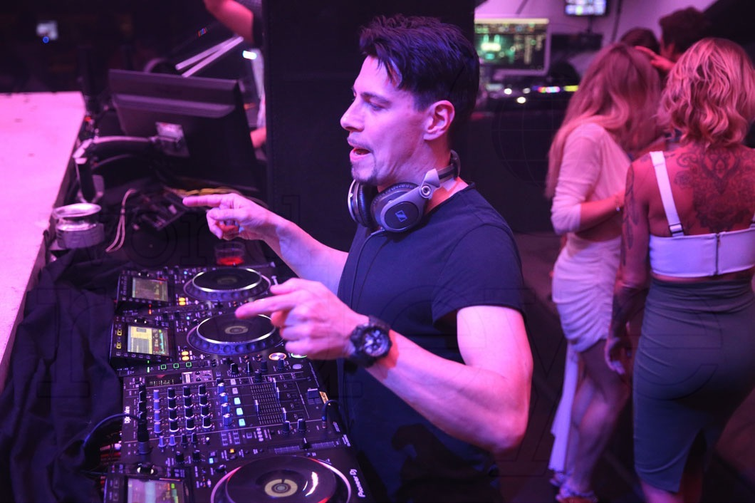 7-Thomas Gold Djing6_new