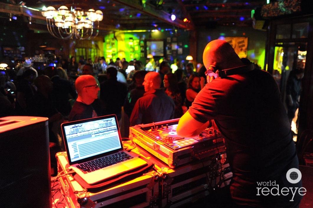 17-Danis La Clave DJing1